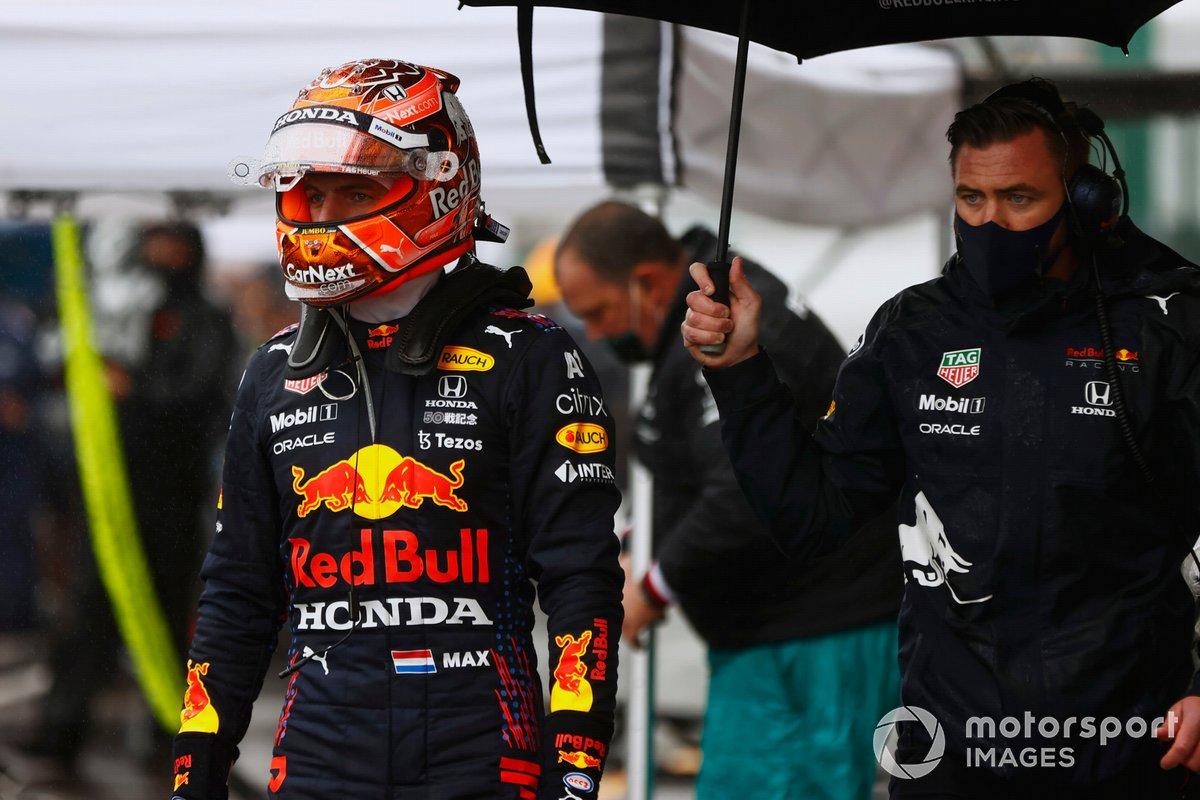 Max Verstappen, Red Bull Racing en el garaje