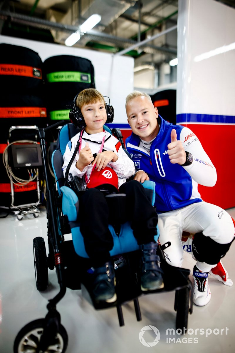 Nikita Mazepin, Haas F1, in the garage with a young guest