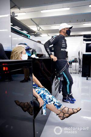 Tiffany Cromwell e Valtteri Bottas, Mercedes in garage