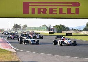 Enzo Fittipaldi, Charouz Racing System, Matteo Nannini, HWA Racelab, Alexander Smolyar, ART Grand Prix at the start