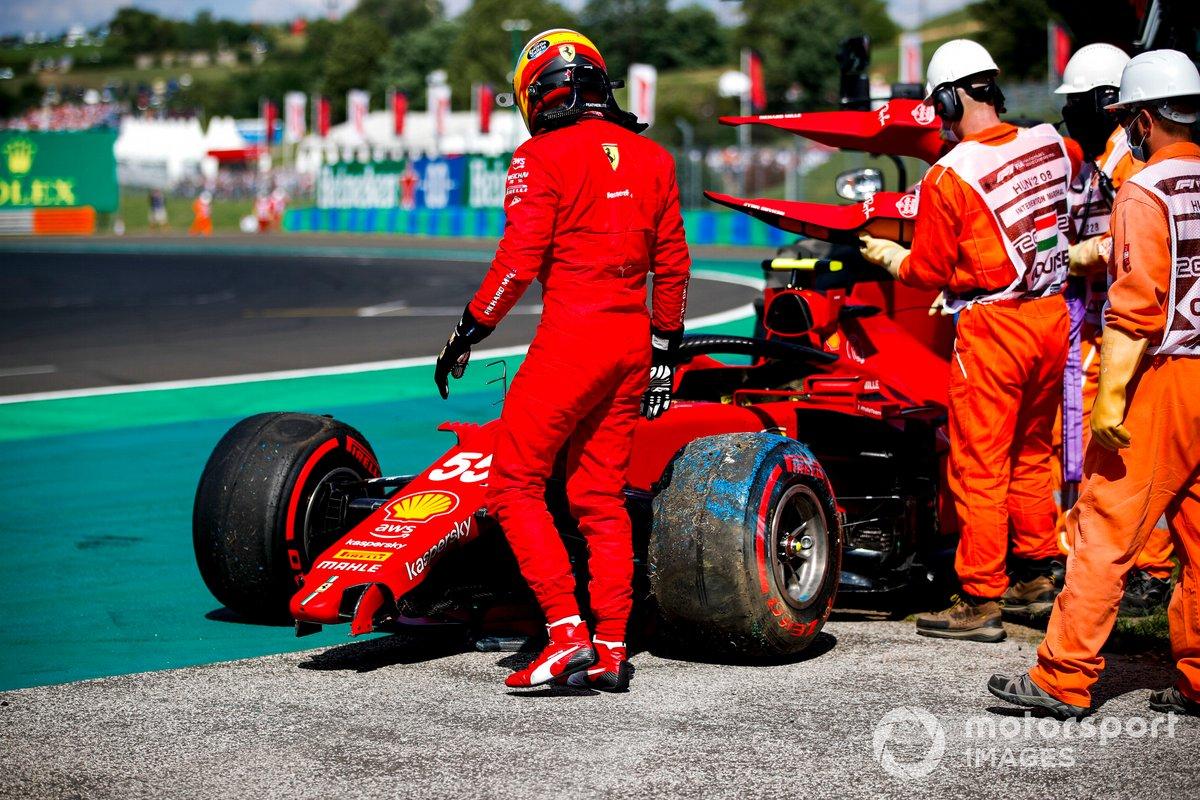 Carlos Sainz Jr., el Ferrari SF21 choca en la clasificación