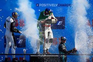 Le deuxième Edoardo Mortara, Venturi Racing, le vainqueur Lucas Di Grassi, Audi Sport ABT Schaeffler, le troisième Mitch Evans, Jaguar Racing, sur le podium