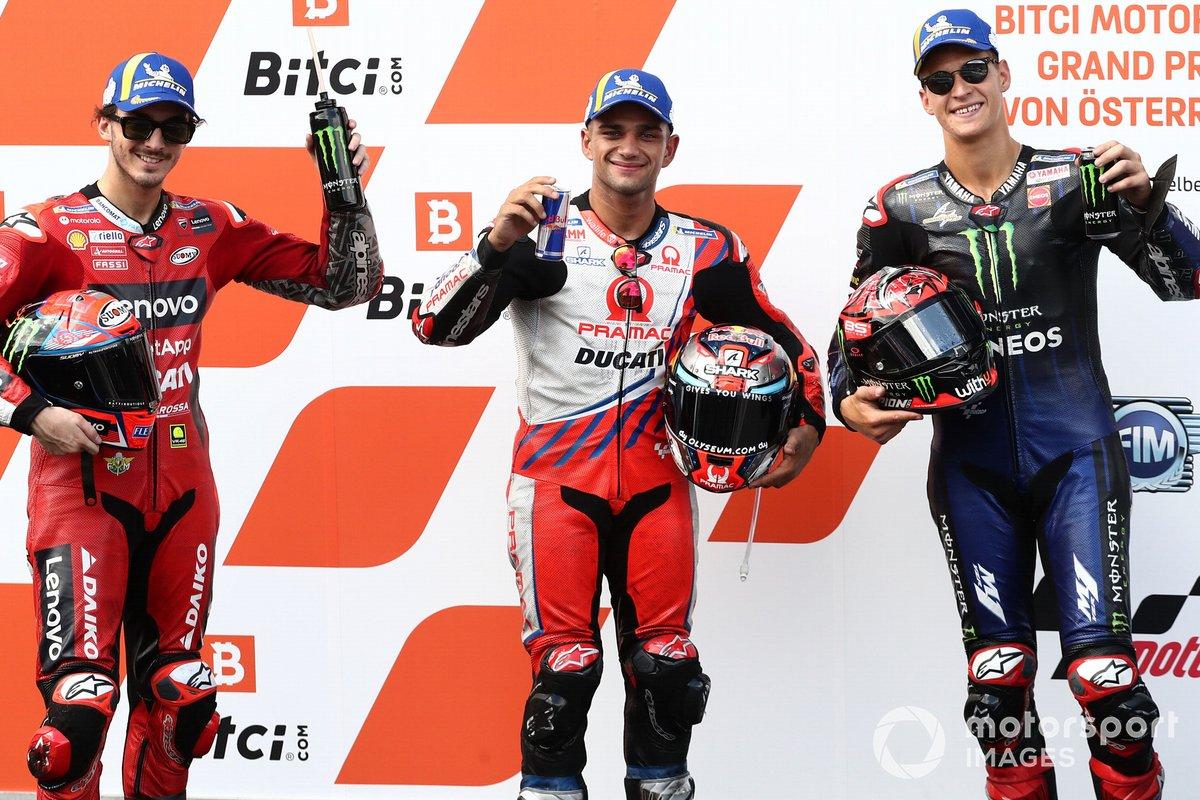 Los 3 primeros clasificados: ganador de la pole Jorge Martín, Pramac Racing, segundo puesto Fabio Quartararo, Yamaha Factory Racing, tercer puesto Francesco Bagnaia, Ducati Team