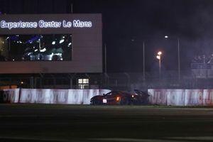 Crash: #71 Inception Racing Ferrari 488 GTE EVO LMGTE Am of Brendan Iribe, Ollie Millroy, Ben Barnicoat