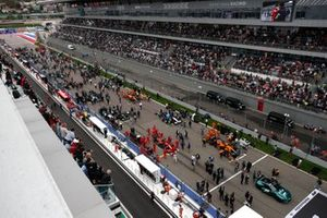 The busy pre race grid