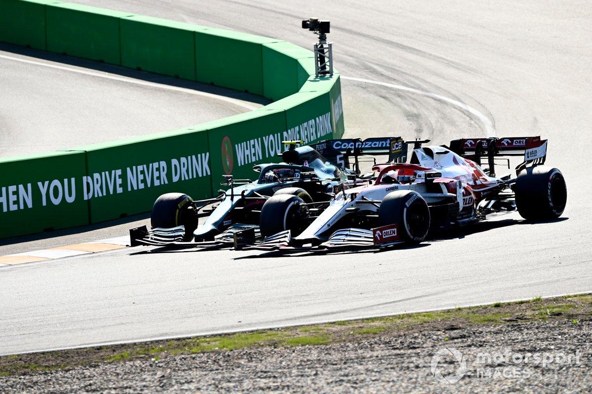 Sebastian Vettel, Aston Martin AMR21, e Robert Kubica, Alfa Romeo Racing C41