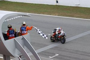 Tom Sykes, BMW Motorrad WorldSBK Team takes pole position