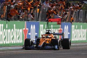 Race winner Daniel Ricciardo, McLaren MCL35M