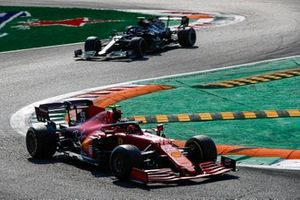 Carlos Sainz Jr., Ferrari SF21, Valtteri Bottas, Mercedes W12