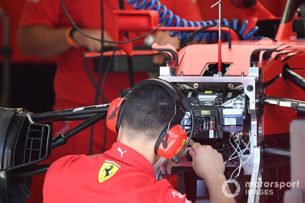 Detalle de la suspensión delantera del Ferrari SF21