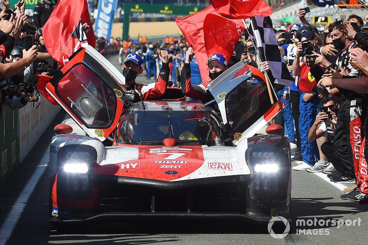 Ganadores #7 Toyota Gazoo Racing Toyota GR010 - Hybrid Hypercar, Mike Conway, Kamui Kobayashi, José María López