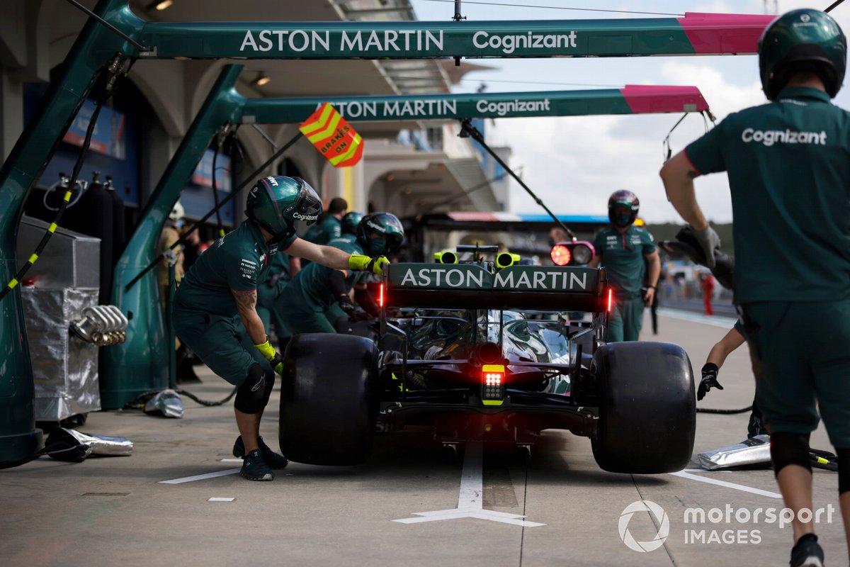 Lance Stroll, Aston Martin AMR21, in pit lane