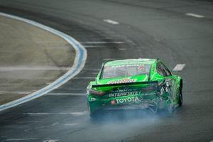 Kyle Busch, Joe Gibbs Racing, Toyota Camry Interstate Batteries with crash damage