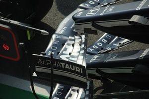 الجناح الأمامي لسيارة ألفا تاوري اي.تي02