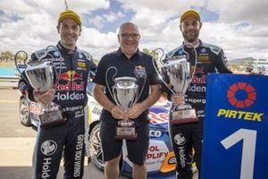 Shane van Gisbergen, Triple Eight Race Engineering Holden, second place Jamie Whincup, Triple Eight Race Engineering