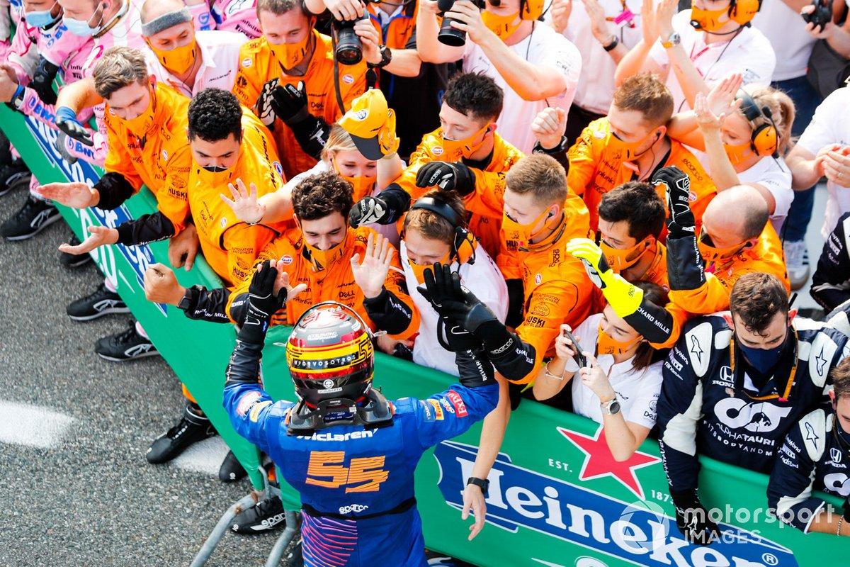Segundo lugar Carlos Sainz Jr., McLaren, en Parc Ferme