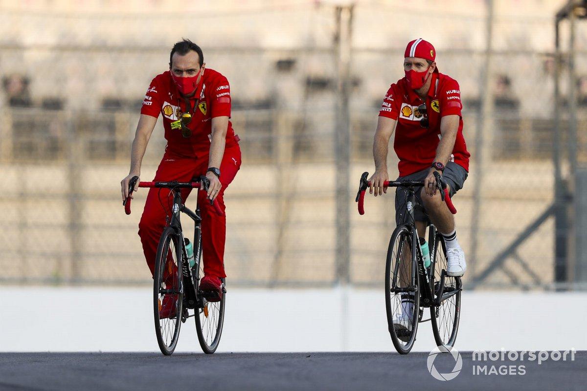 Sebastian Vettel, Ferrari in bicicletta sul circuito di Sochi con l'ingegner Adami