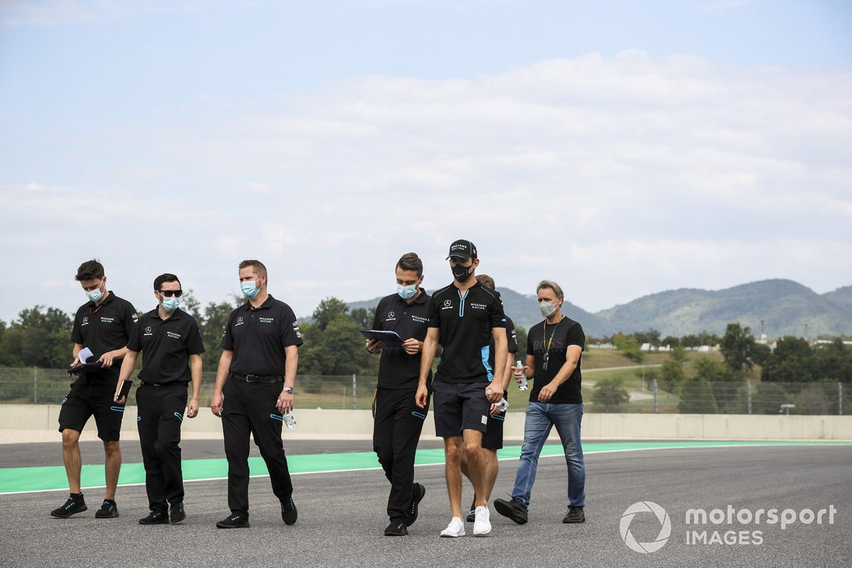 Nicholas Latifi, Williams Racing cammina in pista con gli ingegneri