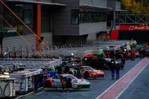 #12 GPX Racing Porsche 911 GT3-R: Matt Campbell, Patrick Pilet, Mathieu Jaminet, Frikadelli Racing Team Porsche 911 GT3-R: Timo Bernhard, Frederic Makowiecki, Dennis Olsen