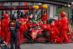 Charles Leclerc, Ferrari SF1000, in de pits