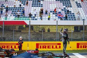 Pole Sitter Lewis Hamilton, Mercedes-AMG F1 waves to fans in Parc Ferme