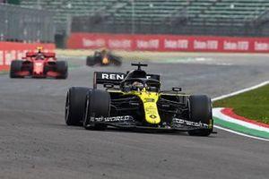 Daniel Ricciardo, Renault F1 Team R.S.20, Charles Leclerc, Ferrari SF1000