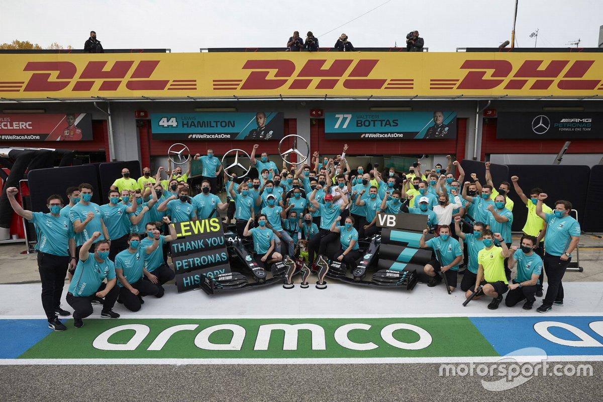 El equipo Mercedes-AMG F1 celebra el séptimo título de constructores