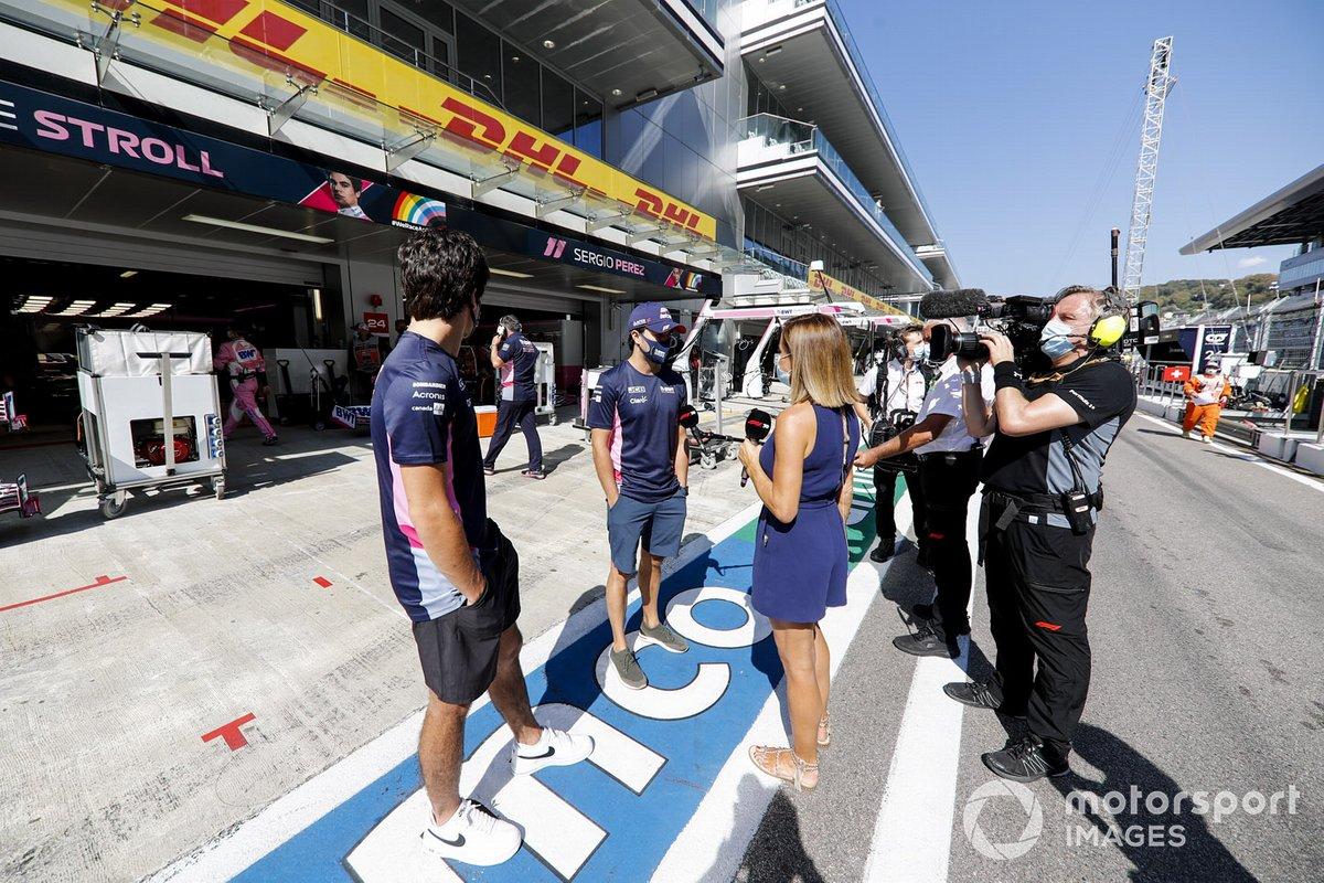 Lance Stroll, Racing Point, Sergio Pérez, Racing Point, y Natalie Pinkham, Sky Sports F1