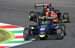 Ben Barnicoat, Carlin leads Lukas Dunner, MP Motorsport