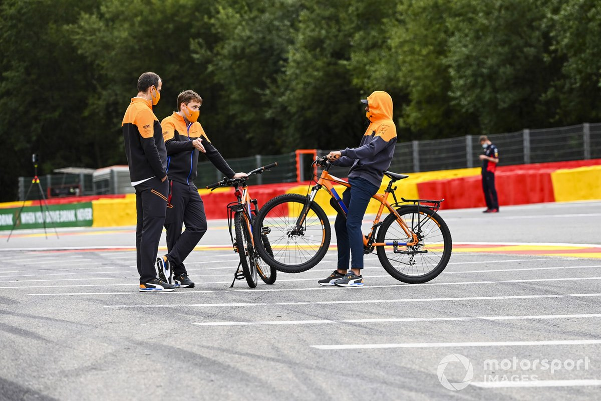 Lando Norris, McLaren en una bici