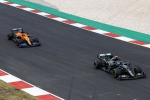 Valtteri Bottas, Mercedes F1 W11, Carlos Sainz Jr., McLaren MCL35