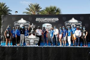 Campeón Scott Dixon, Chip Ganassi Racing Honda e invitados de NTT
