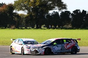 Jake Hill, MB Motorsport Honda Civic Type R et Tom Ingram, Toyota Gazoo Racing UK avec Ginsters Toyota Corolla