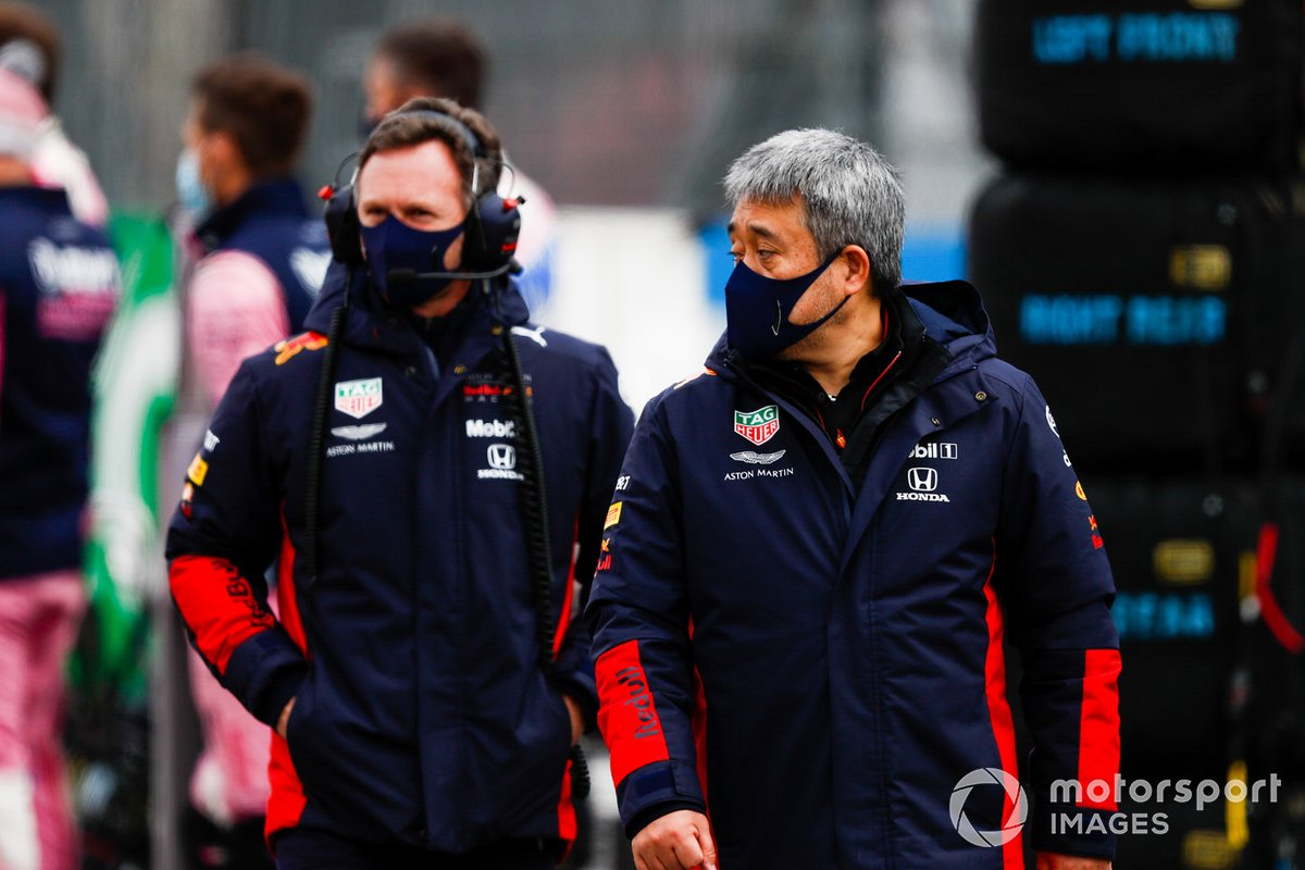 Christian Horner, Director de Equipo, Red Bull Racing, y Masashi Yamamoto, Director General, Honda Motorsport