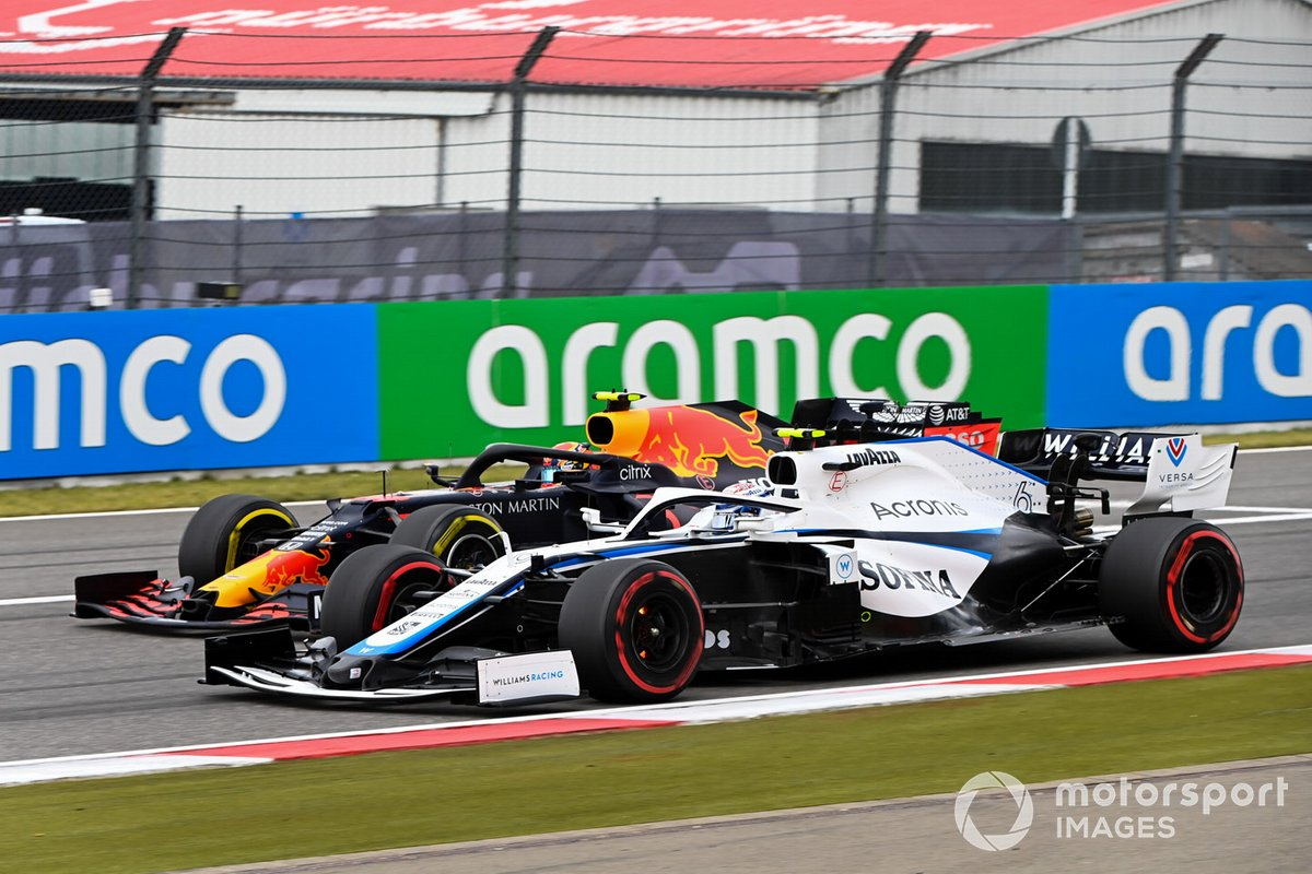 Nicholas Latifi, Williams FW43, in battaglia con Alex Albon, Red Bull Racing RB16