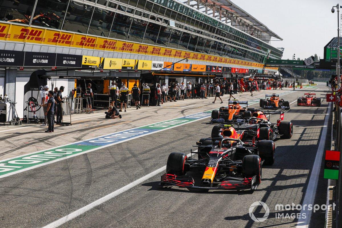 Alex Albon, Red Bull Racing RB16, Max Verstappen, Red Bull Racing RB16, Lando Norris, McLaren MCL35, in the pit lane