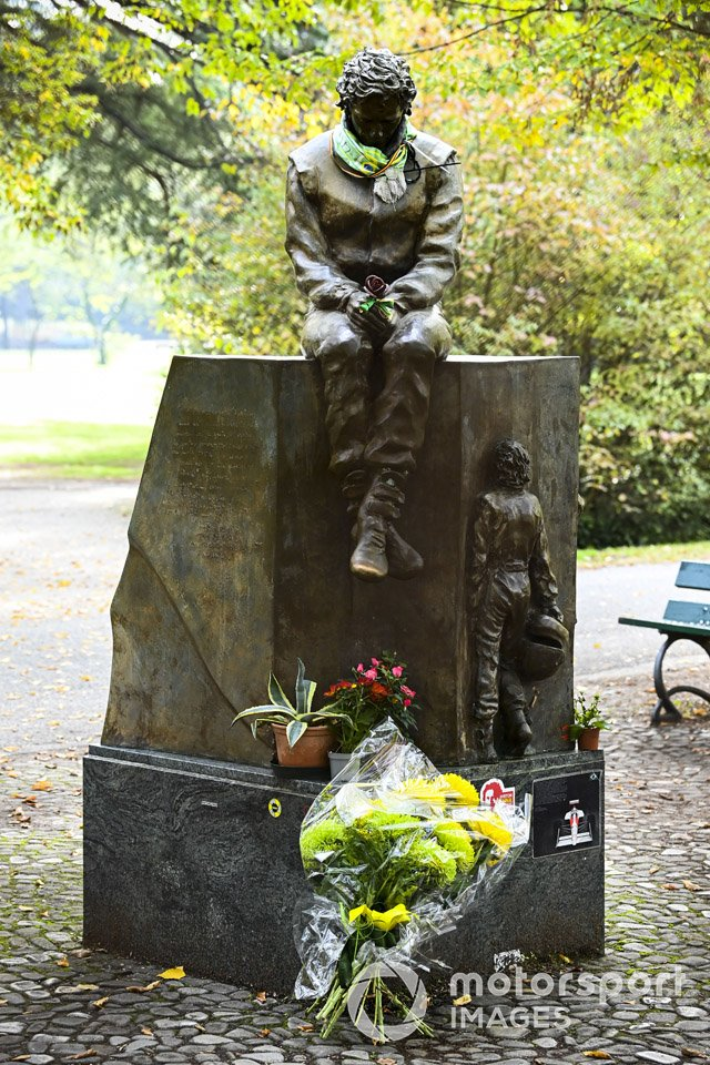 A tribute statue to Ayrton Senna