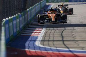 Lando Norris, McLaren MCL35, Alex Albon, Red Bull Racing RB16