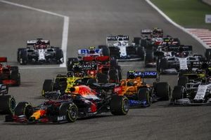 Max Verstappen, Red Bull Racing RB16, Lando Norris, McLaren MCL35 en Esteban Ocon, Renault F1 Team R.S.20