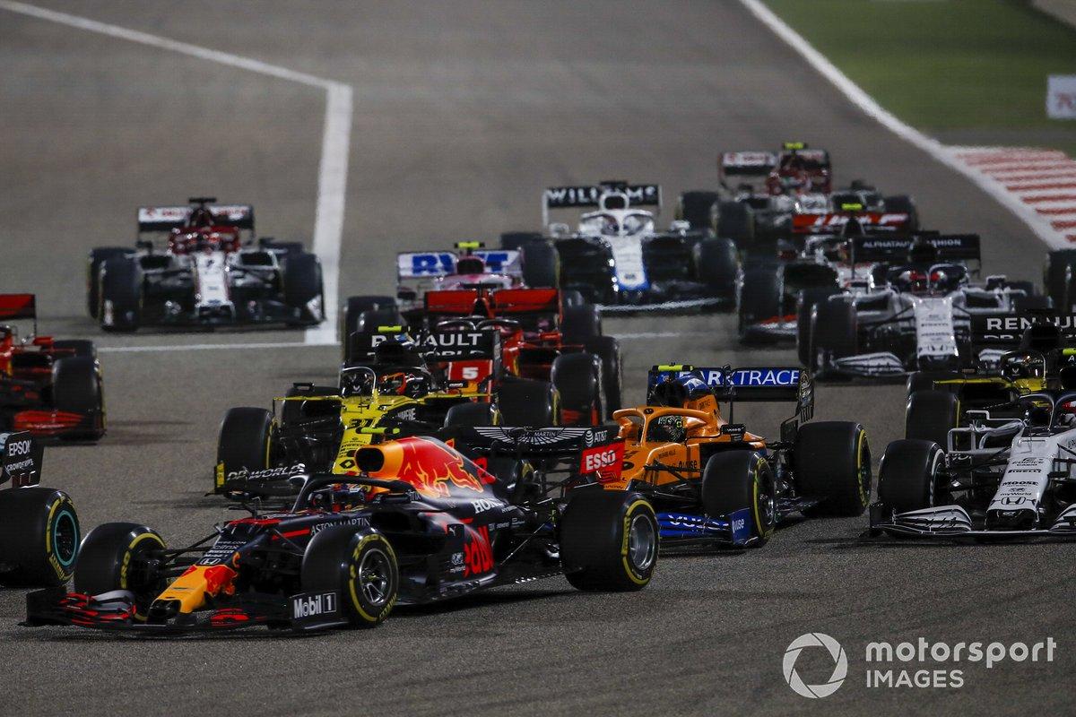 Max Verstappen, Red Bull Racing RB16, Lando Norris, McLaren MCL35, Esteban Ocon, Renault F1 Team R.S.20 al inicio
