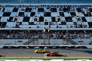 #3 Corvette Racing Corvette C8.R, GTLM: Start, Nicky Catsburg, Jordan Taylor, Antonio Garcia