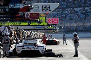 بورشه 911 رقم 79: كوبر ماكنيل، ريتشارد ليتز، كيفن إيستر، جيانماريا بروني
