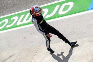 Эстебан Окон, Alpine F1, возвращается в боксы после аварии