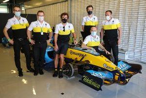 Fernando Alonso, Renault F1 Team con la Renault R25 del 2005 e tutto il team