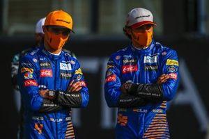 Lando Norris, McLaren, en Carlos Sainz Jr., McLaren