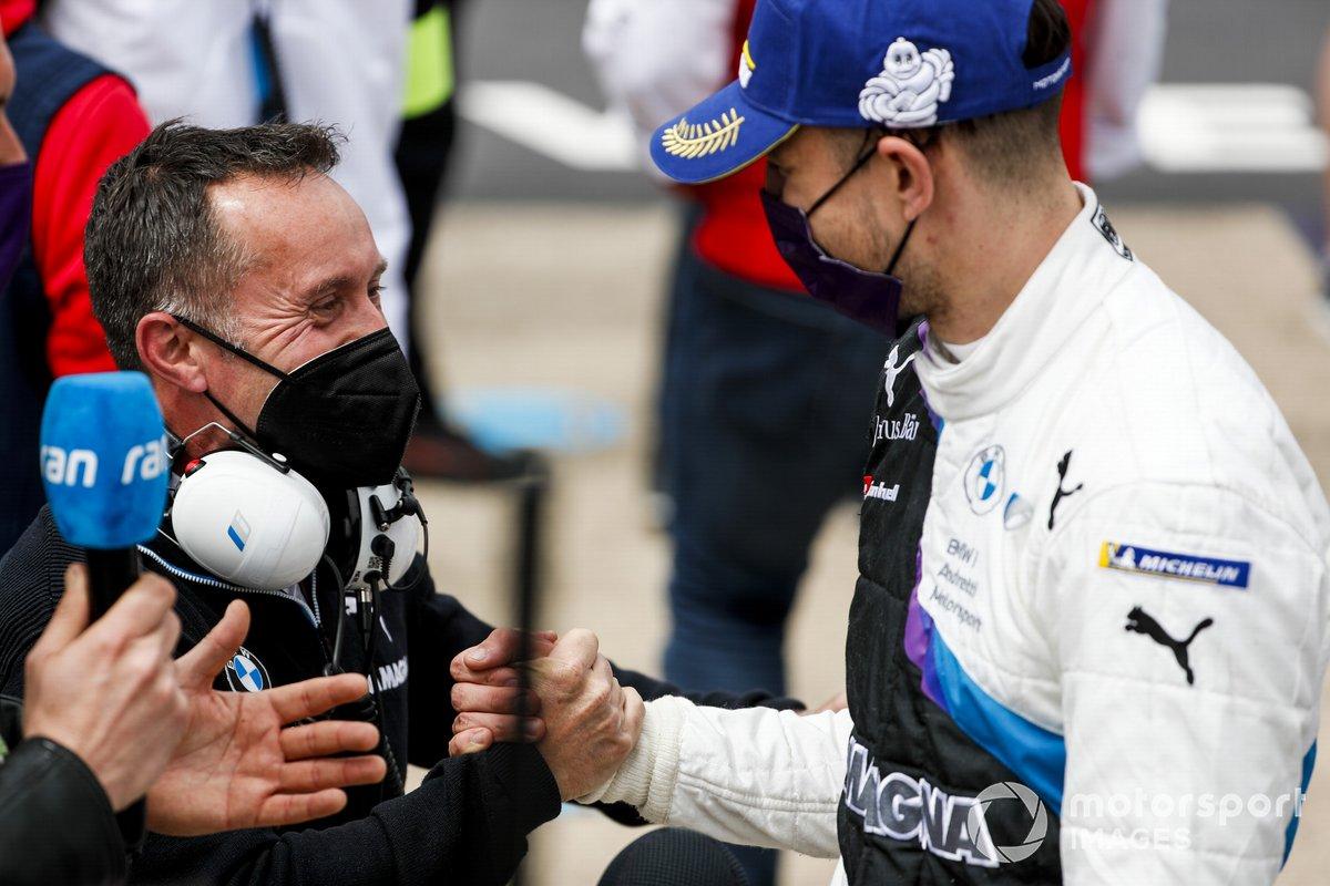 Ganador Jake Dennis, BMW i Andretti Motorsport, BMW iFE.21 celebra en Parc Ferme