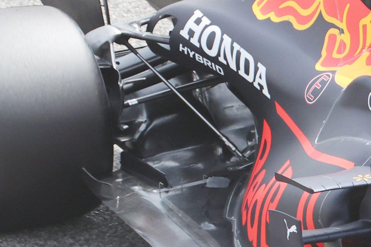 Detalle de la suspensión delantera del Red Bull Racing RB16B