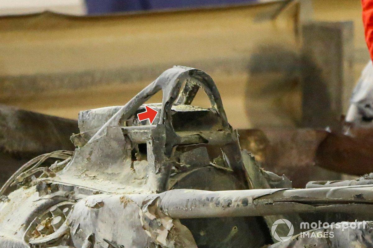 Los restos del coche de Romain Grosjean, Haas VF-20