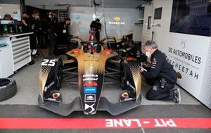 Mechanics work on Jean-Eric Vergne, DS Techeetah, DS E-Tense FE21