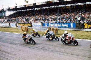 Christian Bourgeois, Yamaha, devance Charlie Sanby, Suzuki, Jean-Claude Chemarin, Yamaha, et Neil Tuxworth, Yamaha
